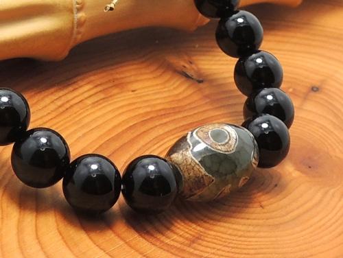 エスニックブレスレット・アジアンパワーストーン チベット天珠(三眼)AAAAナツメ玉14ミリ オニキスAAAAA最高品質(8月誕生日石)8ミリ 金運・魔除・厄除 [サイズ選べる][日本製][送料無料] (11147)
